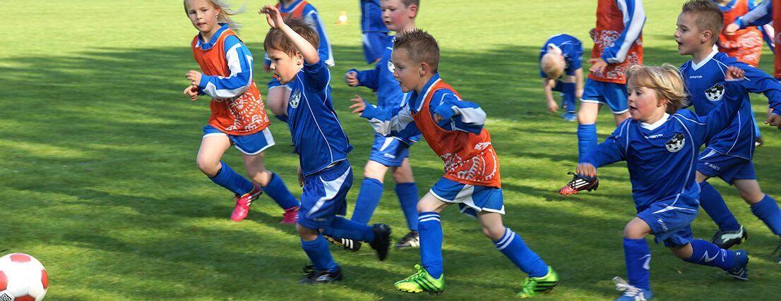 Jonge voetballertjes in 's-Gravenpolder